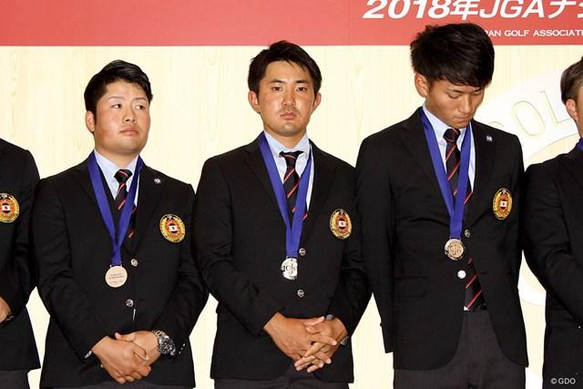 ナショナルチームの慰労会でコーチへの感謝の思いを述べた金谷拓実(中央)