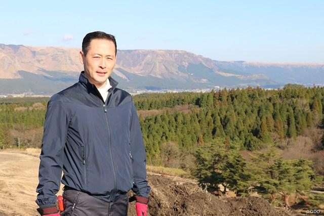 総支配人の永畑雄一郎さん(44)は大のゴルフ好き。80台で回る腕前だ。