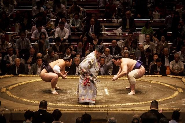 国籍関係なくファンが盛り上がる大相撲(Chris McGrath/Getty Images)