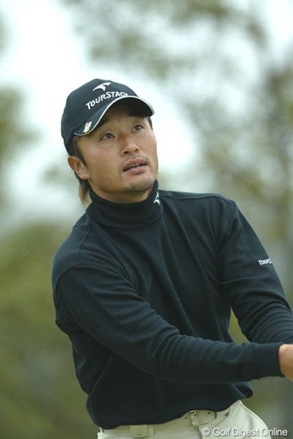 首位と1打差で追走するのは、1998年今大会で優勝している宮本勝昌