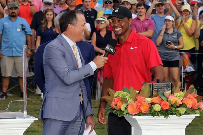これまで試合後に行われたインタビュー。ラウンド中にも実施する(Michael WadeIcon Sportswire via Getty Images) 2019年 セントリートーナメントofチャンピオンズ 事前 タイガー・ウッズ