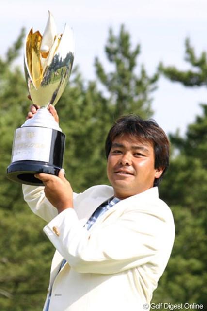プレーオフの末、見事初優勝を飾った神山隆志