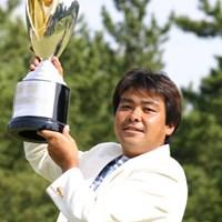 プレーオフの末、見事初優勝を飾った神山隆志 2004年 JCBクラシック仙台 最終日 神山隆志