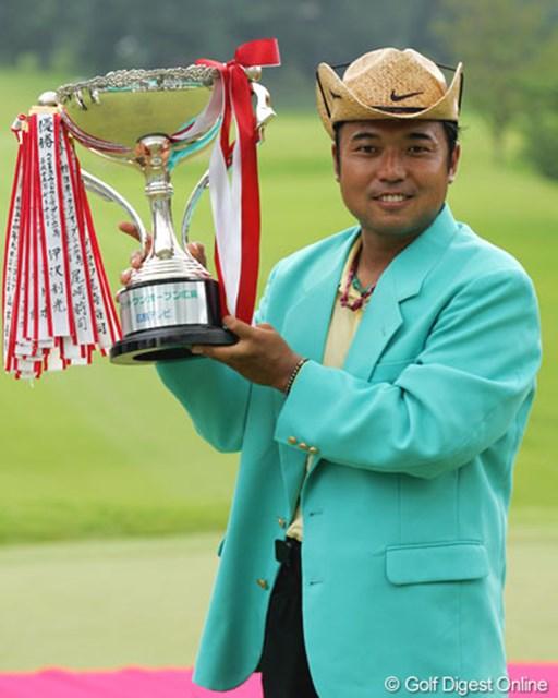 大会レコードの通算22アンダーで今季2勝目を飾った片山晋呉