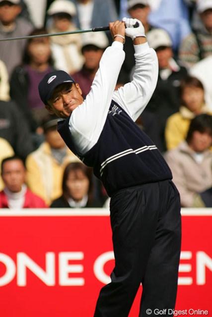 2004年 ブリヂストンオープンゴルフトーナメント 最終日 丸山茂樹 この日も猛チャージを披露した丸山茂樹。決勝ラウンドで13アンダーを稼ぎ出した