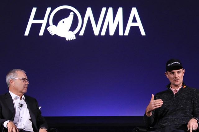 今年から本間と契約したジャスティン・ローズ。左はテーラーメイドの元CEOで現本間アドバイザーのマーク・キング氏