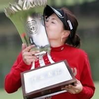 プロ7年目の大塚が服部とのプレーオフを制して初優勝を飾った 2004年 伊藤園レディスゴルフトーナメント 最終日 大塚有理子