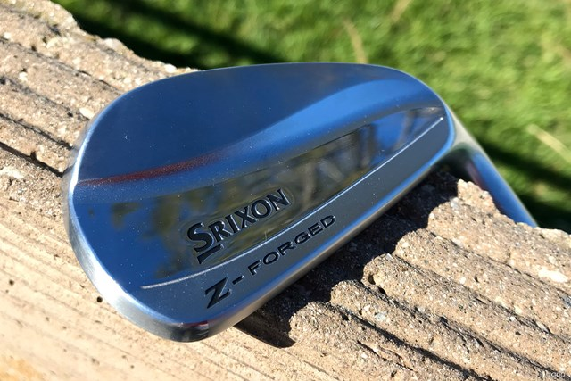 スリクソンのZ-フォージドアイアンは美しいマッスルバックタイプ
