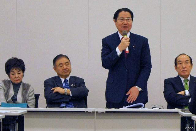 合同総会であいさつする衛藤征士郎・元衆院副議長(右から2人目)