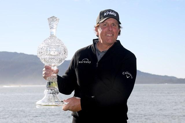 歴代最多に並ぶ大会5勝目を飾ったフィル・ミケルソン(Harry How/Getty Images)