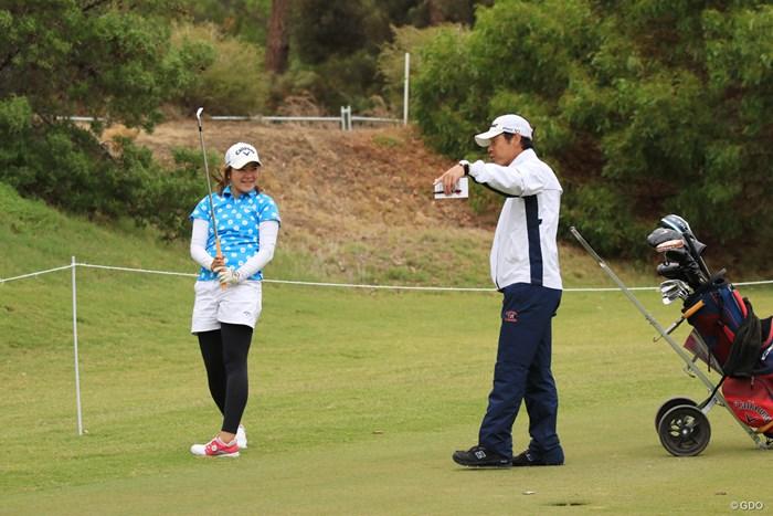 今週はコーチの今野康晴プロがキャディです 2019年 ISPS HANDA オーストラリア女子オープン 事前 和久井麻由
