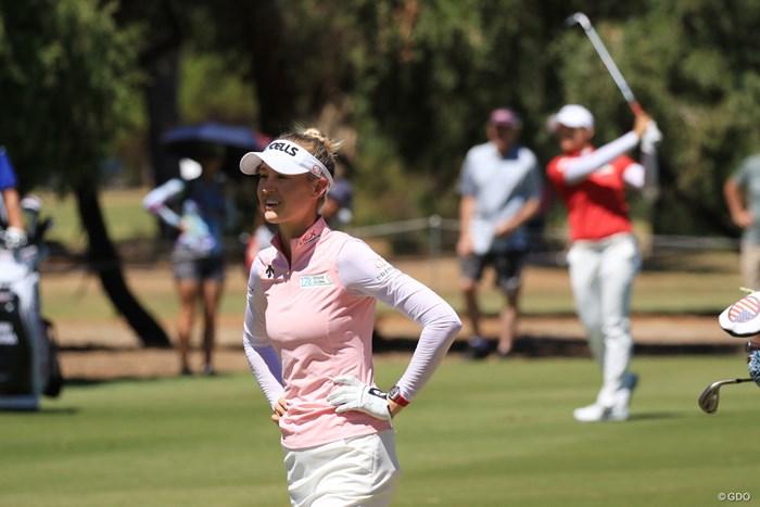 野村敏京(後ろ)に3打差をつけ、首位に立ったネリー・コルダ 2019年 ISPS HANDA オーストラリア女子オープン 3日目 ネリー・コルダ