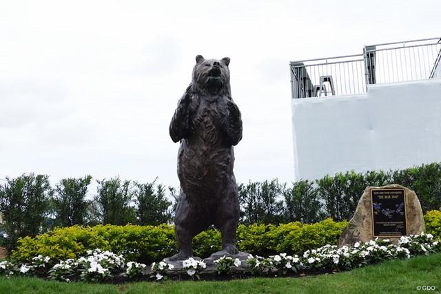 ベア・トラップの入り口。15番には熊の銅像が置かれる
