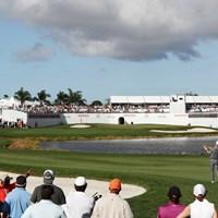 セカンドショットが池越えになるパー4。まずはティショットのポジションが重要に(Sam Greenwood/Getty Images) 2019年 ザ・ホンダクラシック 事前 PGAナショナル 16番ホール