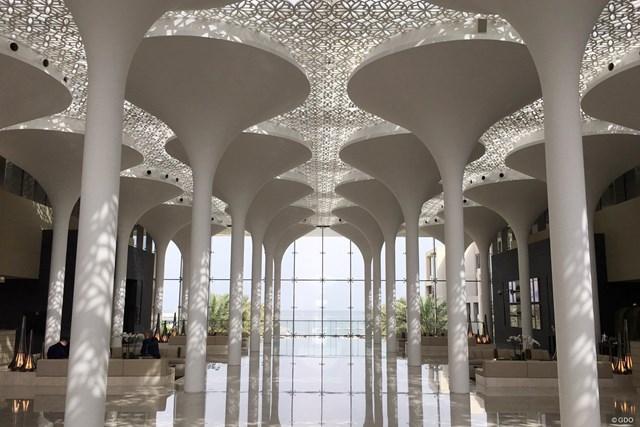 海が見えるオマーンのホテルはデザインも近代的