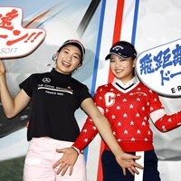 PRアンバサダーとして最新ボールの性能をアピールした三浦桃香(左)と河本結(右) 三浦桃香(左)&河本結(右)