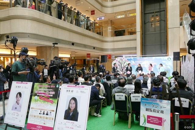 開幕イベント ステップ女王の河本結は、昨年鈴木愛からパッティング教わって「転がりが良くなりました」