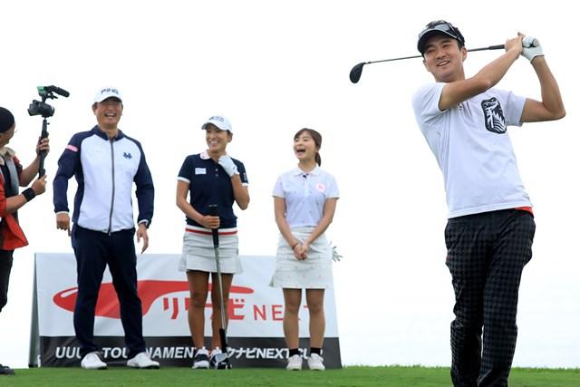 ゴルフ歴2年半でベストスコア「89」の鎌田和樹氏(右) ※大会提供