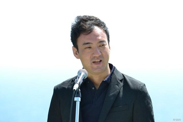 表彰式でスピーチするUUUM代表取締役社長・CEOの鎌田和樹氏