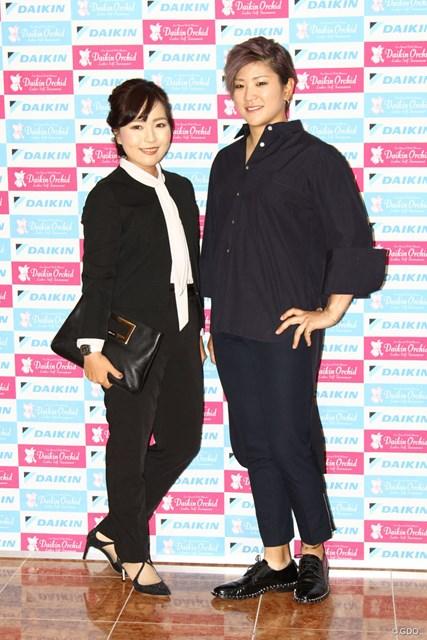 (左から)青木瀬令奈、成田美寿々