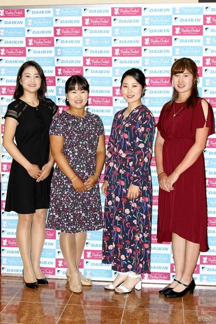 (左から)山路晶、畑岡奈紗、比嘉真美子、大里桃子