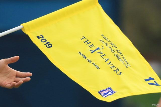 先月亡くなったピート・ダイの夫人アリスさんをしのんで17番の旗には彼女のコメントが。