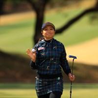 カメラマンに笑顔を忘れないステキな人 2019年 ヨコハマタイヤゴルフトーナメント PRGRレディスカップ 初日 竹内美雪