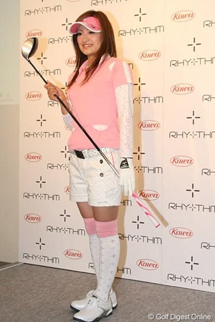 2010年 ホットニュース 宅島美香 ショートパンツにハイソックス!今季はこのようなスタイルの宅島美香がコースに登場する