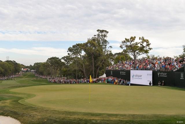 画像の左奥からティショット。傾斜の激しいグリーンが厄介だ(Ryan Young/PGA-TOUR/Getty Images)