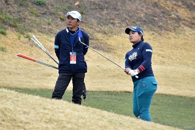 鈴木愛(右)は自身初の2週連続優勝を目指す