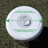 パッティングの練習器具。ターゲットのスパット部分に置いてボールを通過させることにより、自分が見えている視界とのギャップを埋める