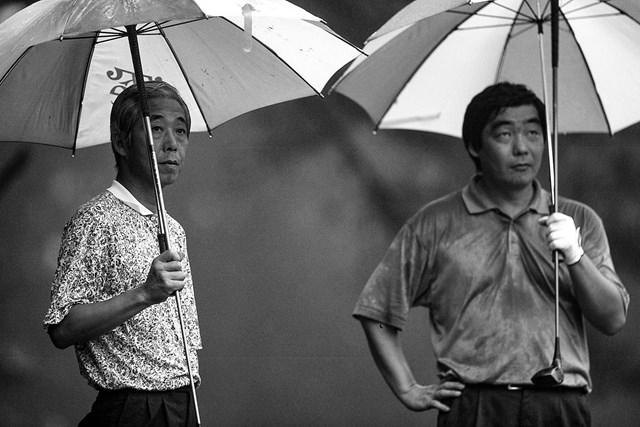 中部銀次郎 中部銀次郎(左)は生前、多くの一般アマチュアともゴルフをともにした。右は若かりし日の三田村昌鳳氏