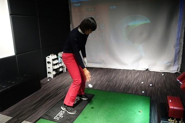 プロを目指すためのスイング調整法(スイングレベル5 後編) 体の正面の真下にボールを投げる感覚で