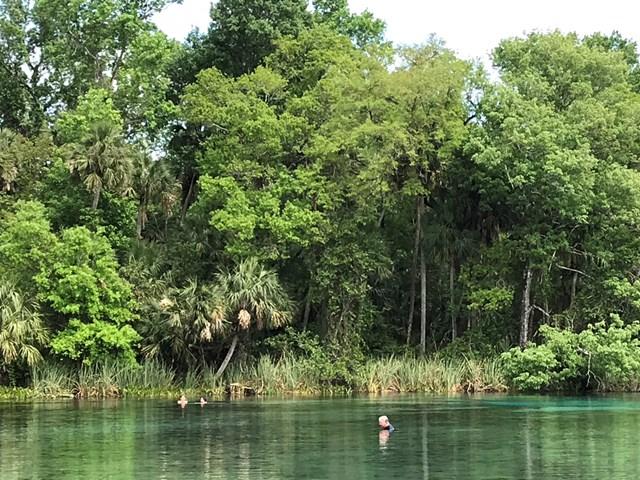 巨大なプールのようだが、やっぱり自然の偉大さがある