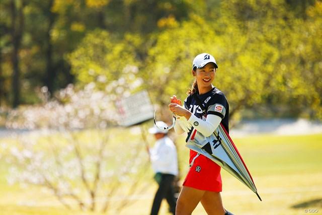 2019年 アクサレディスゴルフトーナメント in MIYAZAKI 最終日 松田鈴英 傘はもう少し後で