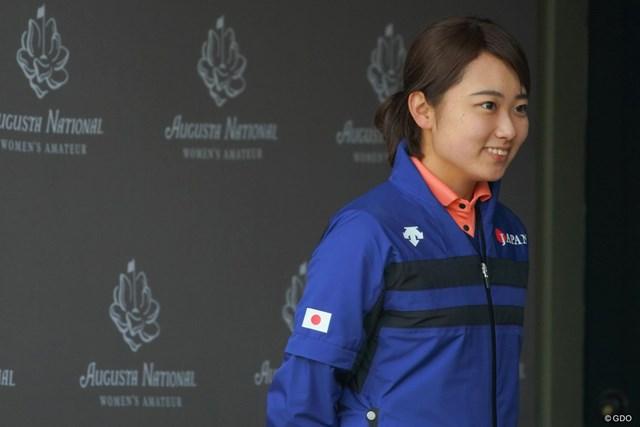 オーガスタナショナル女子アマチュアの第1回大会に出場した安田祐香。練習日は帽子を取ってインタビューを受けた