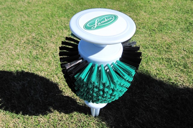 ゴルフクラブを掃除することができるティマーク