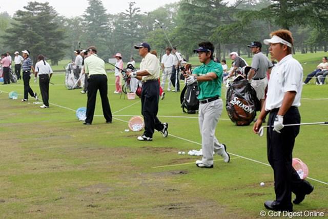 全英オープン出場を決めた藤田寛之(左)と高山忠洋