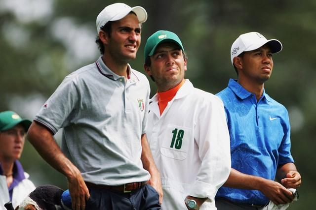 フランチェスコ・モリナリ(右から2人目)は2006年「マスターズ」で兄エドアルドのキャディを務めた(Andrew Redington/Getty Images)