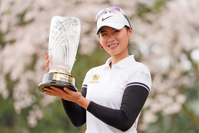 2019年 Hanasaka Ladies Yanmar Golf Tournament 最終日 ヌック・スカパン 初優勝を飾ったヌック・スカパン(Toru Hanai/Getty Images)