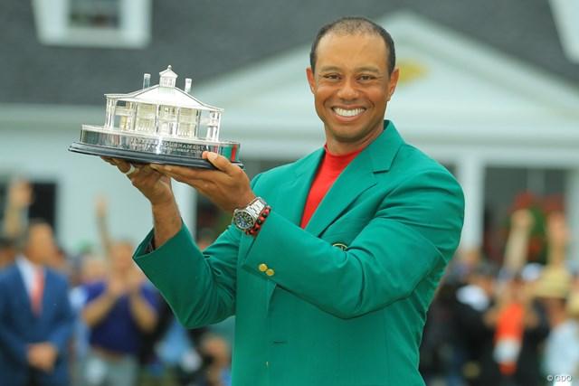 2019年 マスターズ 最終日 タイガー・ウッズ グリーンジャケットにそでを通したのは、2005年以来で5度目となる