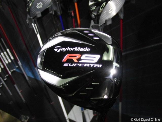 R9 SUPERTRIドライバー 名称の刻印とソールの大きさ以外はほぼTPと同じデザイン。
