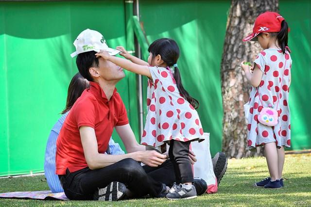 2019年 KKT杯バンテリンレディスオープン 2日目 親子 「お父さん、熱中症に気をつけてね」
