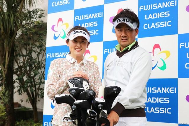 1年10カ月ぶりの復帰戦は夫の佐藤賢和キャディにバッグを託す