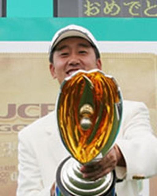 2005年 プレーヤーズラウンジ S.K.ホ 今季既に2勝を挙げ、賞金ランキングトップに踊り出たS.K.ホ。全英オープン出場もほぼ確実なものとした。
