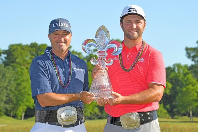 優勝したJ.ラーム(右)とR.パーマー。ツアー唯一のダブルス大会を制した(Stan Badz/Getty Images)