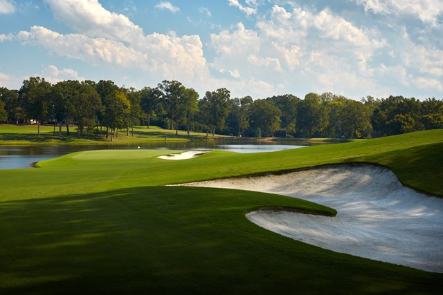 グリーンマイルの入り口、16番パー4(Gary-Kellner-PGA-of-America-via-Getty-Images)