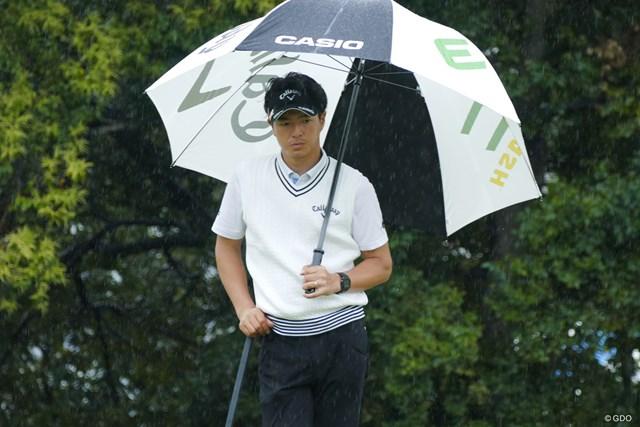 小雨の中のプロアマ戦。「(腰の)痛みはなかった」と石川遼