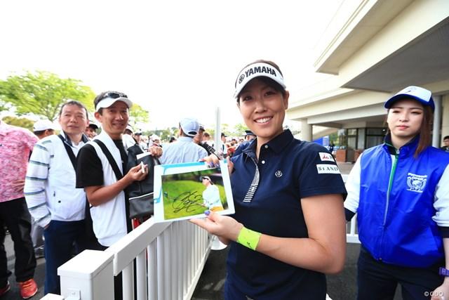 2019年 パナソニックオープンレディースゴルフトーナメント 初日 福田真未 ギャラリーからサイン攻め