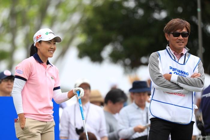 おや、あのキャディーは有名な男子プロですよね 2019年 パナソニックオープンレディースゴルフトーナメント 2日目 前田陽子
